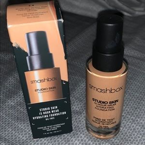 Smashbox studio skin hydrating foundation NWT